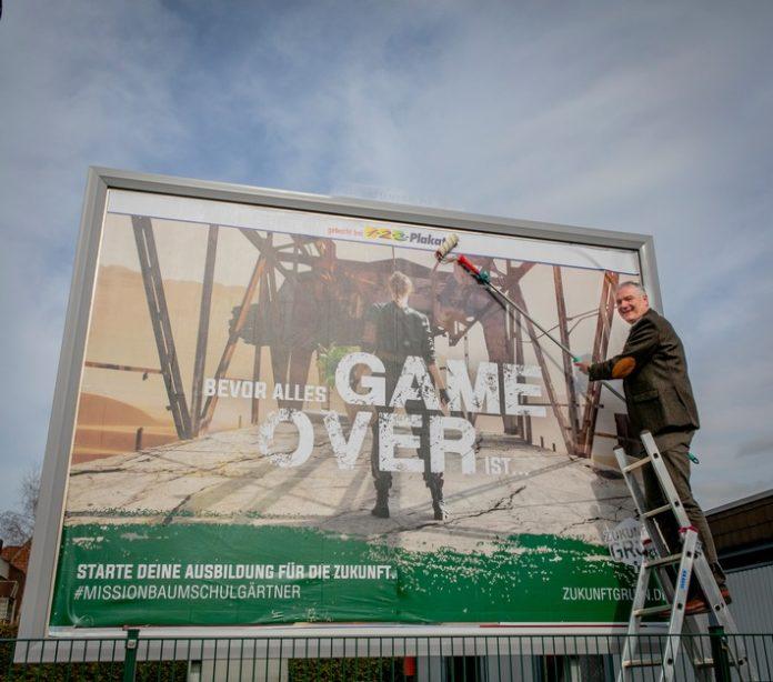 20210223 PlakateinweBad Zwischenahn 696x614 - Symbolischer Kick-Off für den Start der neuen BdB-Ausbildungskampagne