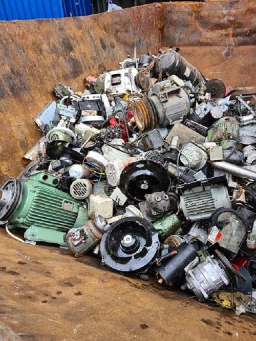 image 1 118 - Den Keller aufzuräumen, kann bares Geld bringen - wenn die Schrottabholung Bochum Altmetalle abholt