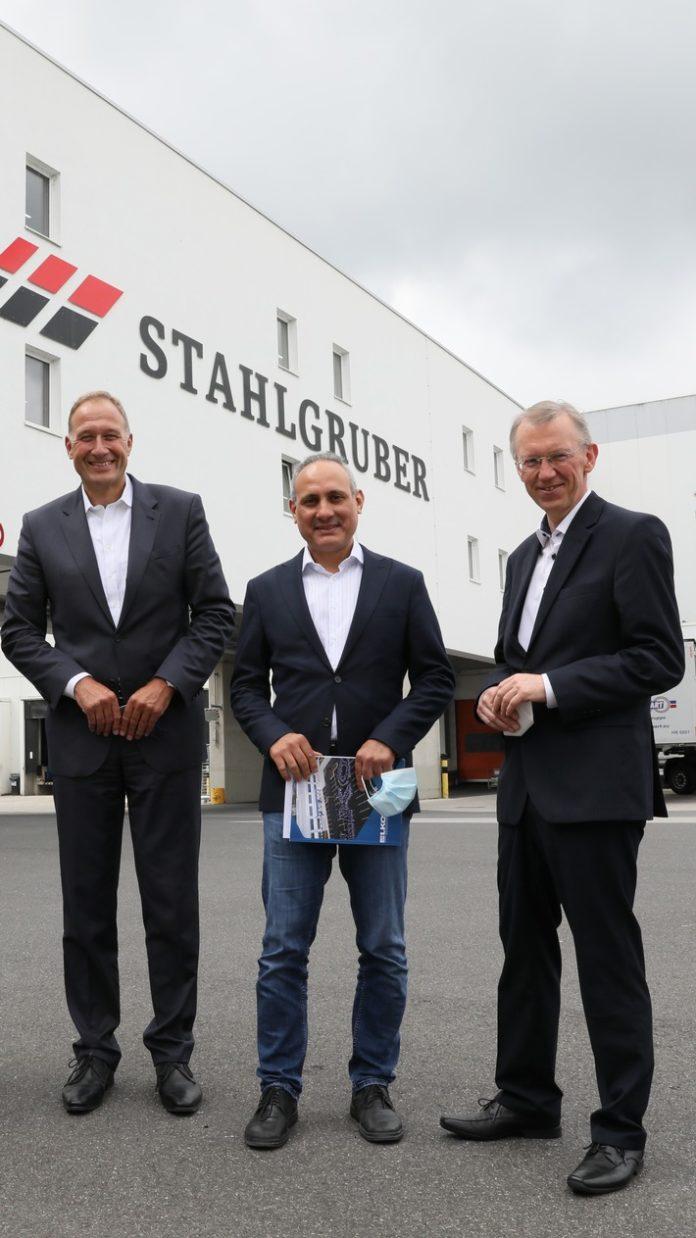 image 1 165 696x1238 - Mitglied des Europäischen Parlaments Ismail Ertug besucht das Logistikzentrum von LKQ Europe in Sulzbach-Rosenberg