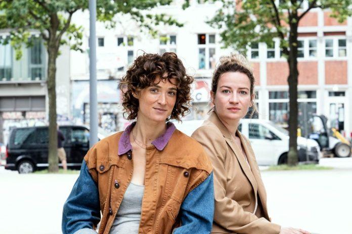 """80074 0 1.OTS IPTC 696x464 - ZDF dreht """"So laut du kannst"""" mit Friederike Becht und Nina Gummich"""