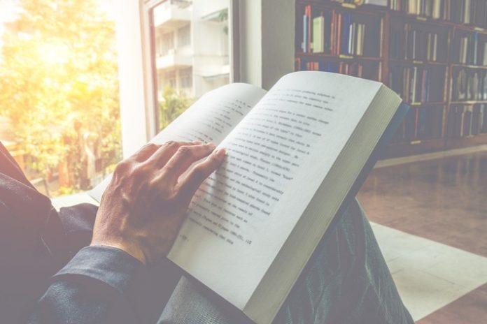 shutterstock 378418840 696x464 - reBuy-Verkaufstrend: Der Umsatz mit gebrauchten Büchern wächst jährlich um mehrere Millionen Euro