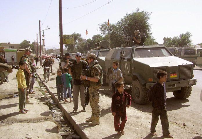 """1 DSiE Der AbzugC2A920MDR 696x481 - MDR mit """"Die Story im Ersten"""": Was bleibt von der Afghanistan-Mission?"""