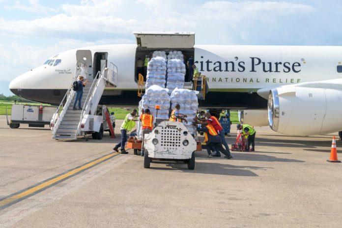 2181HT B 238 696x464 - Medizinische Hilfe für Haiti / Samaritan's Purse baut mobiles Notfallkrankenhaus auf
