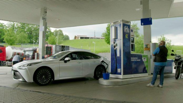 """80254 0 1 OTS  696x391 - """"WissenHoch2"""" in 3sat über Wasserstoffantrieb und die Energiewende / Mit einer Wissenschaftsdokumentation und einer Ausgabe von """"scobel"""""""