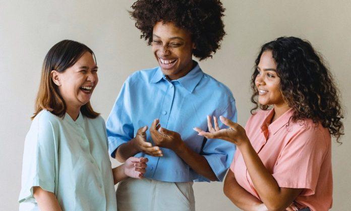 CLARK20Tag20der20Freundschaft 696x418 - Tag der Freundschaft 2021: Gemeinsam sparen, um (Reise-)Träume zu erfüllen