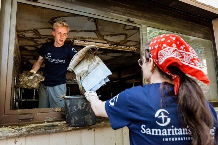 """DV 210722 SP Ahrweiler 022 LoRes 696x465 - Youtube-Stars unterstützen Hochwasserhilfe / """"Real Life Guys"""" werben um Freiwillige für Samaritan's Purse & """"To All Nations"""""""