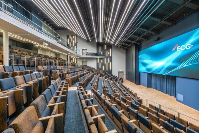 Estrel20Berlin20Auditoansichten20 20029 696x465 - Viel Platz für Events: Estrel Auditorium wird eröffnet / Mit dem 5.000 qm großen Erweiterungsbau setzt das Estrel Congress Center neue Maßstäbe für Veranstaltungen