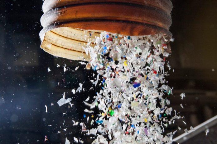 Kunststoffrecycling C2A9ALBA20Group 696x464 - Erdüberlastungstag: ALBA Group fordert Stärkung der Kreislaufwirtschaft statt weiterer Ausbeutung von Ressourcen / Aktuelle Studie belegt Klimaentlastung durch Recycling
