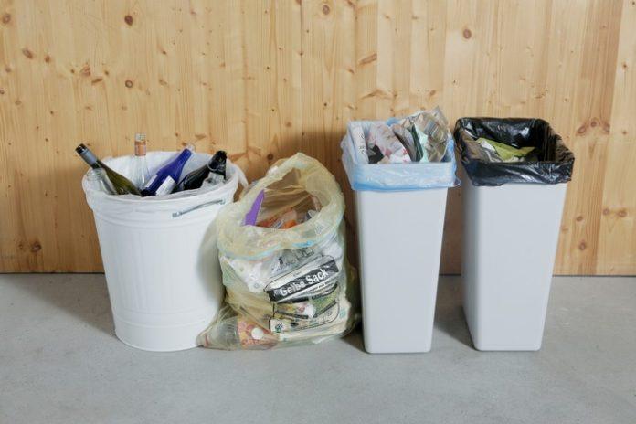 Motiv201 Richtige20Abfeffen20Jagenburg 696x464 - Erdüberlastungstag: Mit richtiger Mülltrennung Ressourcen und Klima schonen / Neuer Animationsfilm erklärt Verpackungsrecycling