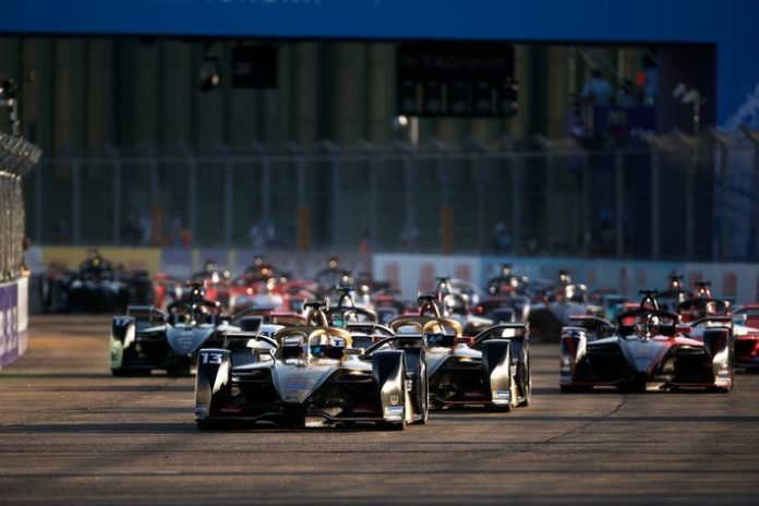 SAT1 Formel20E 2278561 696x464 - Berlin wird elektrisiert. SAT.1 zeigt das Finale der ersten Formel-E-Weltmeisterschaft live