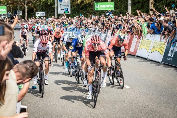 image 1 100 696x464 - ŠKODA mobilisiert das Radsport-Festival Deutschland Tour als offizieller Partner