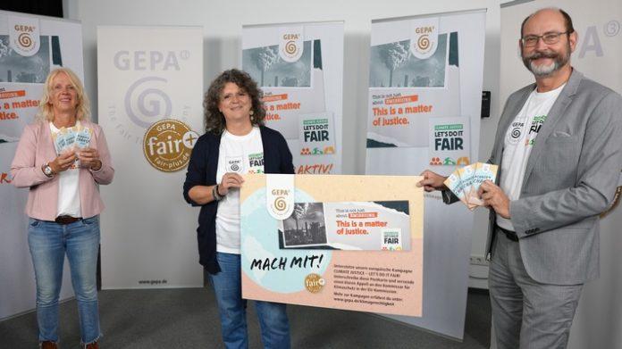 """01 Schimmelpfennig Fer Schaumberger 696x391 - """"Climate Justice - Let's Do It Fair"""" / Die GEPA startet zur Fairen Woche europäische Klimagerechtigkeitskampagne / Neu: Aktionsprodukt vegane Klimaschokolade mit Dattelsüße: #Choco4Change vegan"""