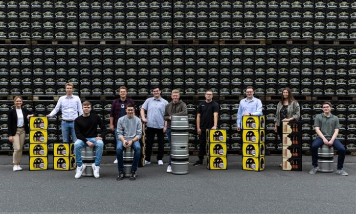2021 09 02 Krombacher20Auszubildende 696x419 - Krombacher Brauerei begrüßt elf neue Auszubildende und dual Studierende