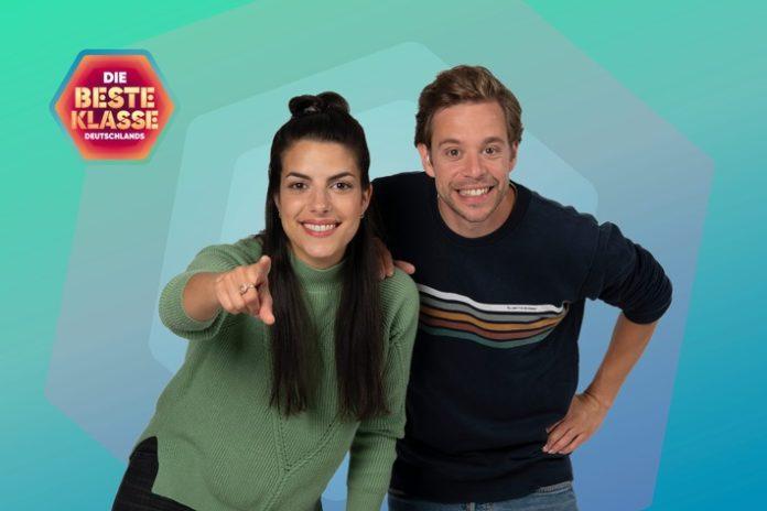"""2021 DbKD Clarissa Trrfrist 20.9. 1 696x464 - """"Die beste Klasse Deutschlands"""": Drehstart in Erfurt mit neuem Moderations-Duo Clarissa Corrêa da Silva und Tobias Krell"""