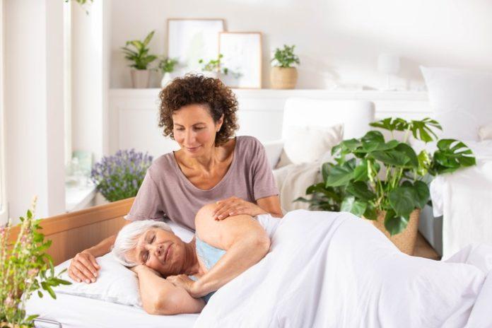 Bild20zu20PM20Relaunch20apflege2009 2021 696x464 - PRIMAVERA Aromapflege bringt Duft und Lebensfreude in die Pflege zuhause
