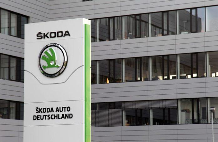 Foto1 696x455 - Erfolgsgeschichte mit rundem Jubiläum: Vor 30 Jahren startete ŠKODA AUTO Deutschland