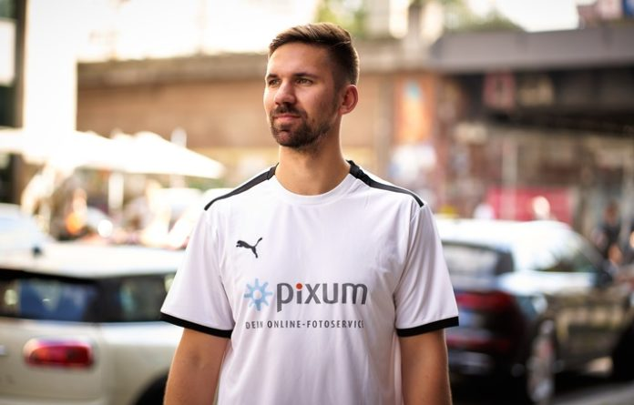 Pixum Trikotaktion 2t Tuncay Ueldes 696x445 - Handball-Trikotaktion mit Fabian Wiede von den Füchsen Berlin: Jetzt einen von 111 limitierten Trikotsätzen für das eigene Team sichern