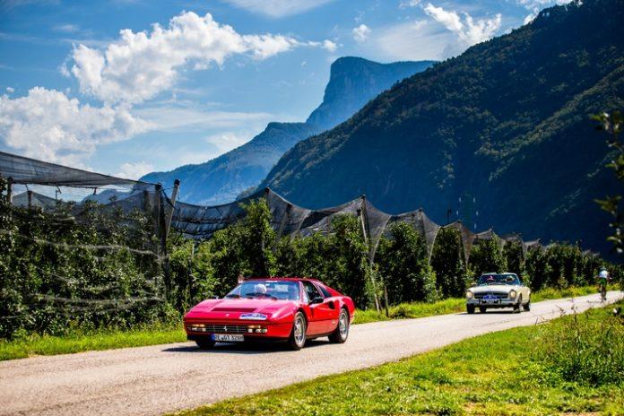 RS129586 AQ8T4843 696x464 - Traumstraßen und Traumautos in Südtirol: Die Route der ADAC Europa Classic 2021