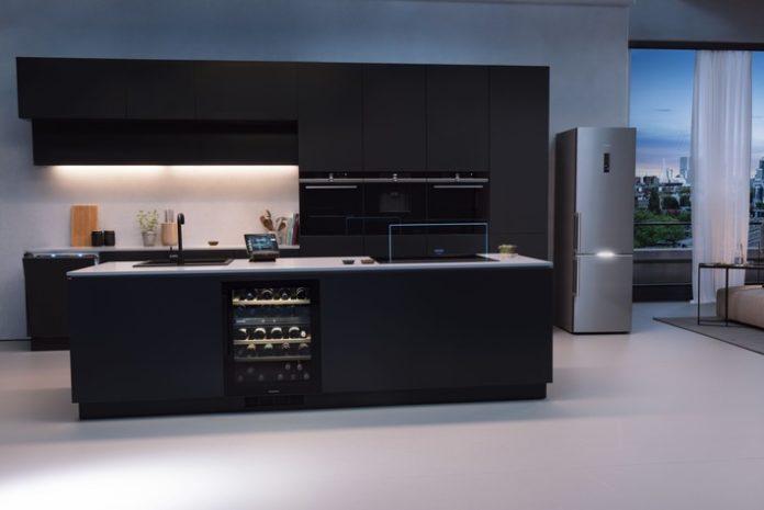 """Siemens intelligente KC3BCche 696x465 - Siemens Hausgeräte: Intelligente Geräte auf dem Vormarsch - Trendumfrage zu """"Küche & Haushalt 2022"""" zeigt gestiegene Ansprüche an Zuhause, Küche und personalisierbare Technologien"""