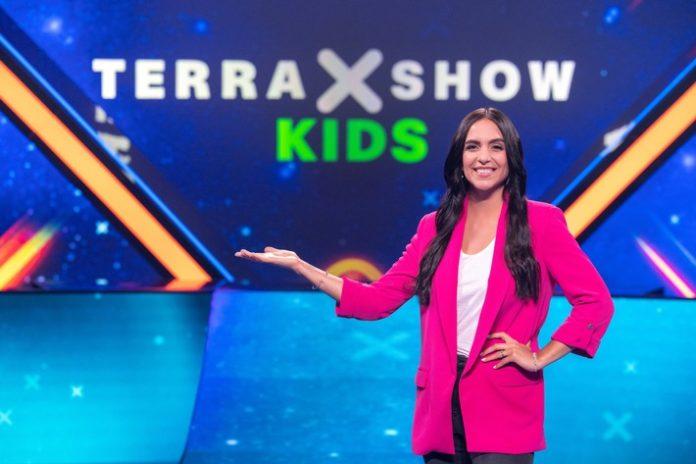 """Terra20X Show20Kids20 20Allgemein203 696x464 - """"Terra X-Show Kids"""": Wunder der Welt und krasse Kräfte der Natur / KiKA-Moderatorin Jessica Schöne moderiert neue Wissens-Show für Kinder"""
