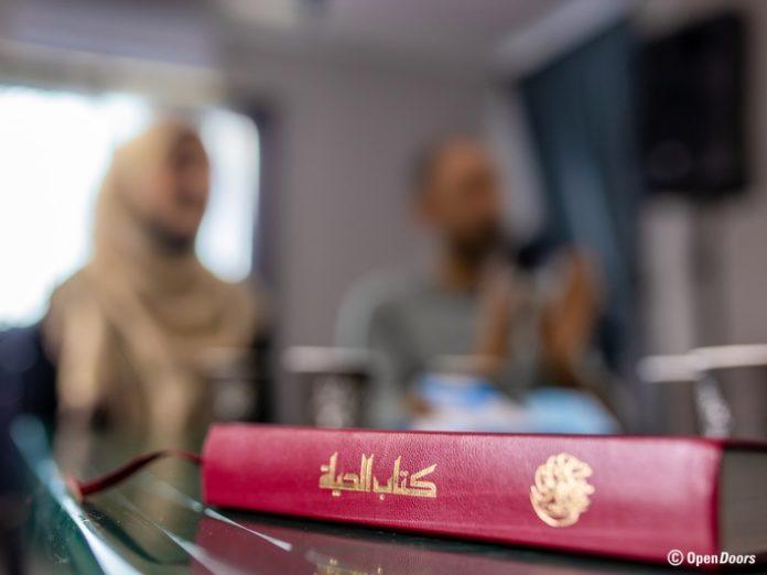 Von20Abschiebung20bedr doors erhebung 696x522 - Christliche Konvertiten in Deutschland oft ohne Asylschutz / Neuer Open Doors Bericht: Tausenden droht Abschiebung in die Verfolgung