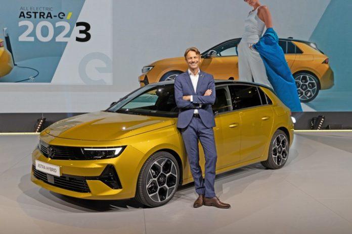 image 1 26 696x464 - Neuer Opel Astra feiert Weltpremiere in Rüsselsheim