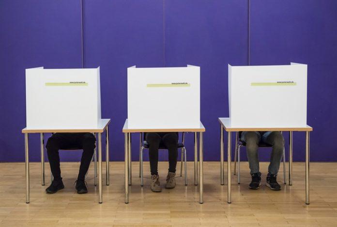 pressefoto Juniorwahl 2017 3 696x468 - Juniorwahl 2021: 1.5 Millionen Jugendliche gehen bei Bundestagswahl der Jugend von heute bis Freitag an die Wahlurnen