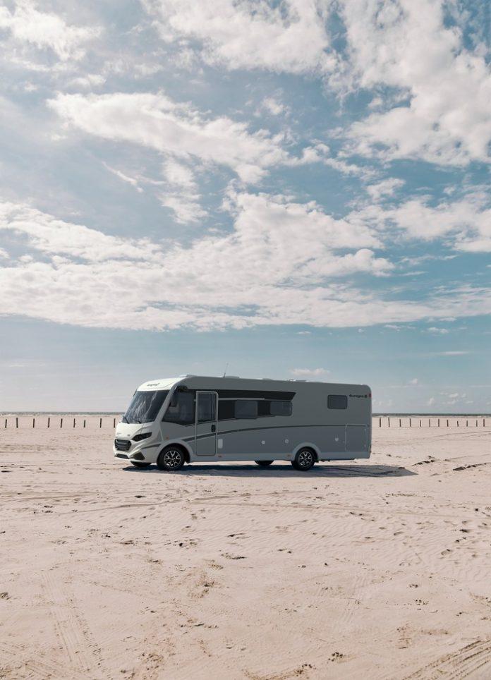 sunlight i68 beach 13x18 696x964 - Der Traum vom eigenen Wohnmobil - Tipps für Kauf, Finanzierung und Versicherung / Stabile Preise, lange Lieferzeiten, kaum Rabatte / Finanzierungsmöglichkeiten prüfen / Erst mieten, dann kaufen
