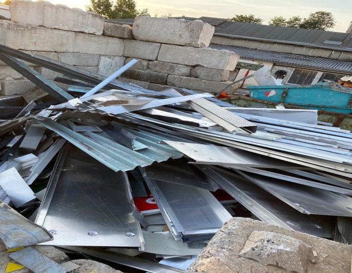 image 1 36 696x541 - Schrottabholung Düsseldorf machen Sie Ihren Müll zu Geld